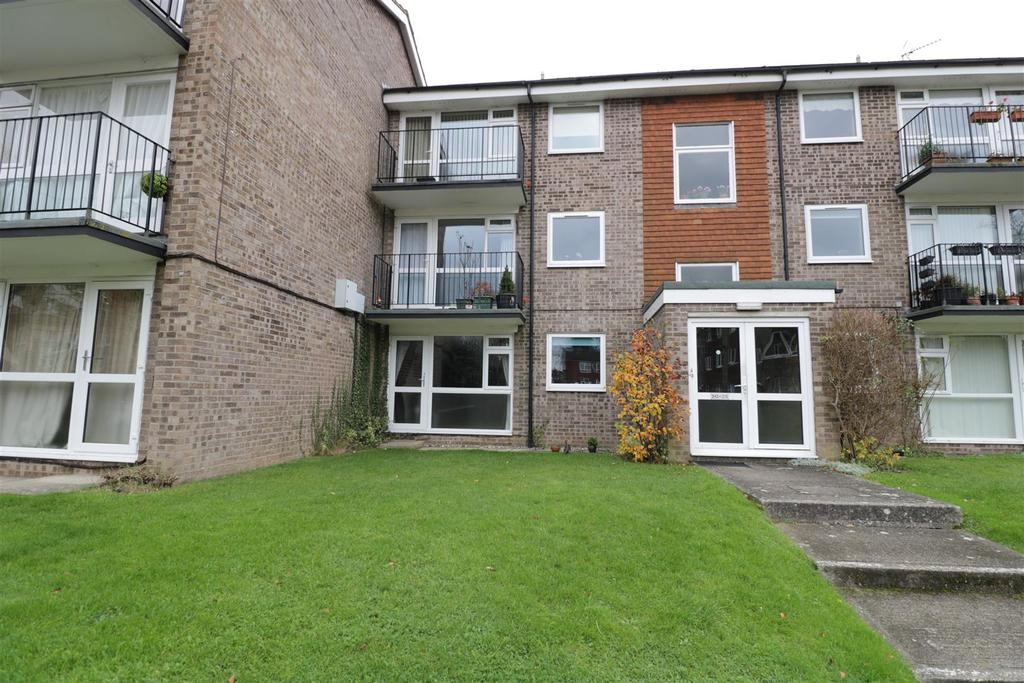2 Bedrooms Apartment Flat for sale in Armadale Court, Westcote Road, Reading