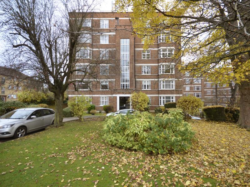 2 Bedrooms Apartment Flat for sale in Barrington Court, Colney Hatch Lane N10
