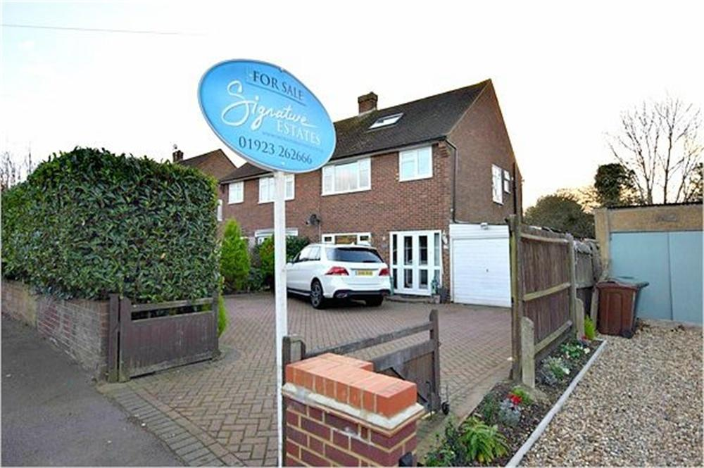 4 Bedrooms Semi Detached House for sale in Langley Lane, ABBOTS LANGLEY, Hertfordshire
