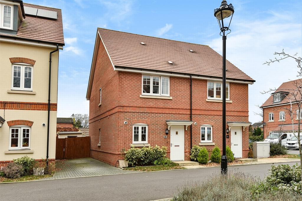 2 Bedrooms Semi Detached House for sale in Camberley, Surrey
