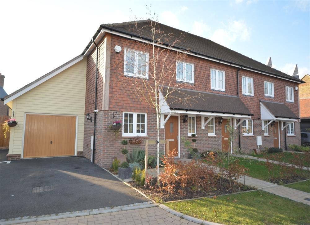 3 Bedrooms End Of Terrace House for sale in Barker Fields, Hook Green Road, Southfleet