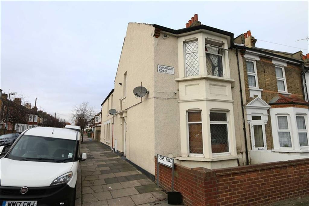 3 Bedrooms Flat for sale in Kashgar Road, Plumstead, London, SE18