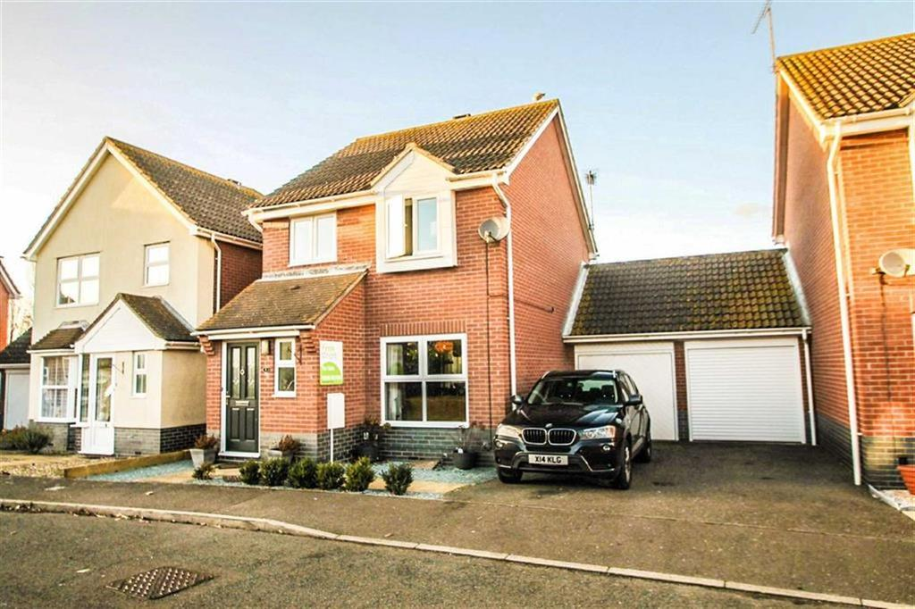 3 Bedrooms Detached House for sale in Lulworth Close, Clacton-On-Sea