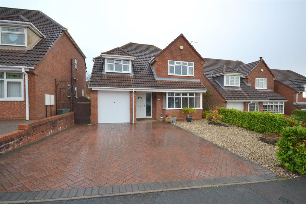 4 Bedrooms Detached House for sale in Longsdon Close, Waterhayes, Newcastle