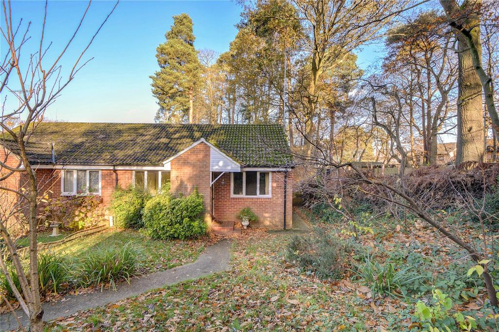 2 Bedrooms Semi Detached Bungalow for sale in Bedford Close, Whitehill, Bordon, Hampshire
