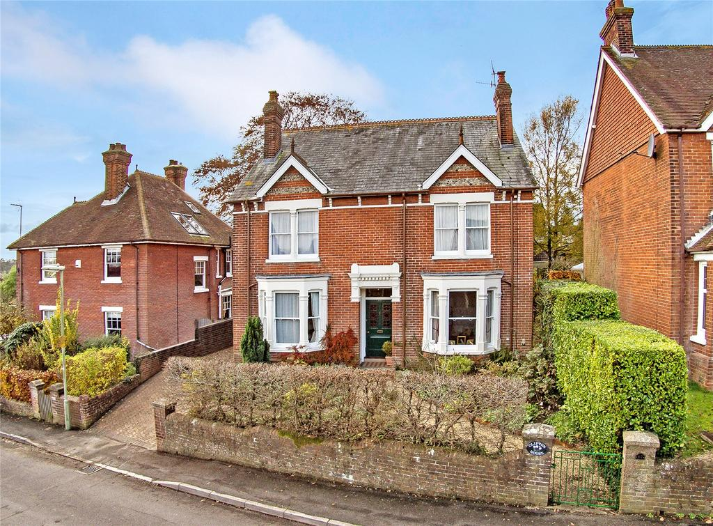 4 Bedrooms Detached House for sale in Queens Road, Alton, Hampshire