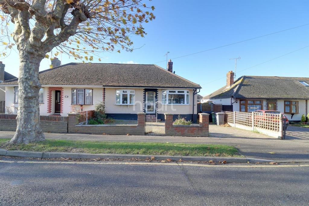 2 Bedrooms Bungalow for sale in Danbury Road, Rayleigh