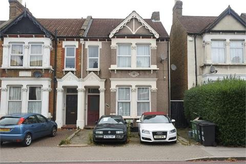 2 bedroom ground floor flat to rent - Brownhill Road , Catford, London, SE6 2BQ