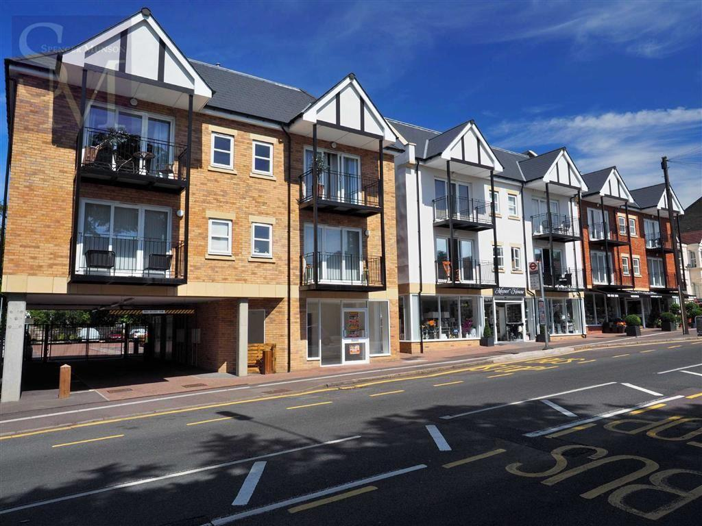 2 Bedrooms Flat for sale in Monroe House, Loughton, Essex