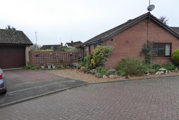 2 Bedrooms Detached Bungalow for sale in Lapwing Close, East Hunsbury, Northampton, NN4