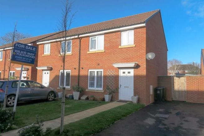 3 Bedrooms Semi Detached House for sale in Dragon Rise, Norton Fitzwarren, Taunton TA2