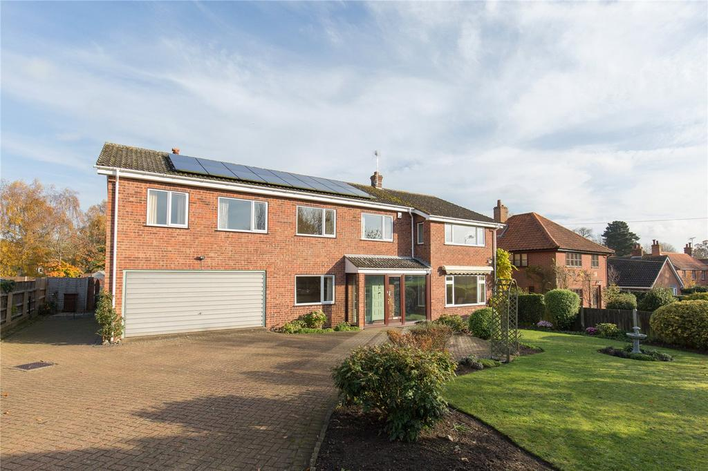 4 Bedrooms Detached House for sale in Norwich Road, Ditchingham, Bungay, Norfolk, NR35