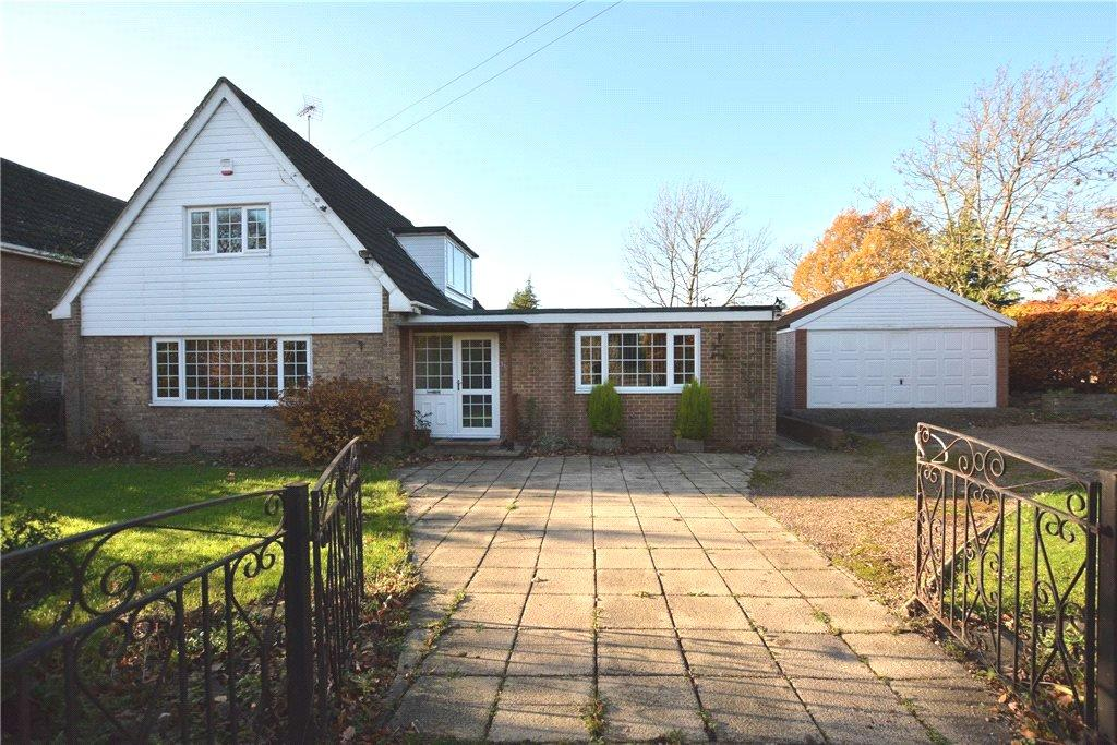 4 Bedrooms Detached House for sale in Aberford Road, Oulton, Leeds