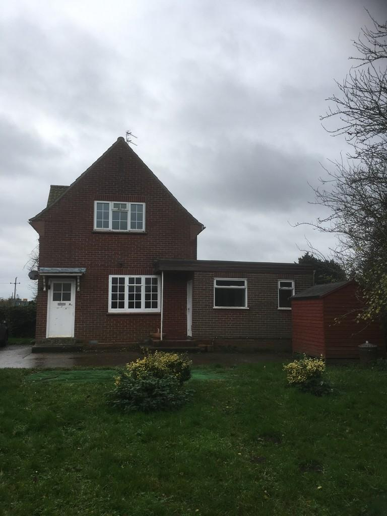 3 Bedrooms Semi Detached House for rent in Beeston St Andrew