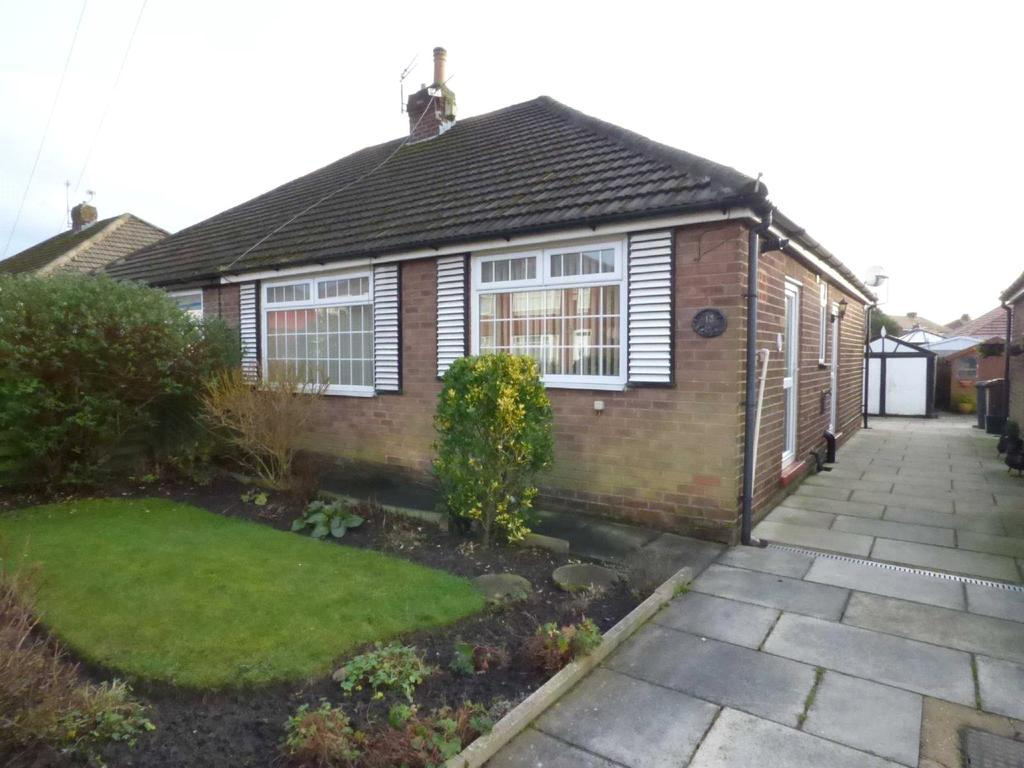 2 Bedrooms Semi Detached Bungalow for sale in Kirby Avenue, Chadderton, Oldham, Greater Manchester, OL9