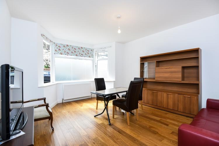 3 Bedrooms Apartment Flat for rent in Creighton Avenue Muswell Hill N10