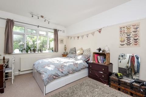 3 bedroom maisonette to rent - Woodleigh Gardens Streatham Hill SW16
