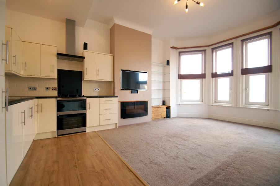2 Bedrooms Flat for sale in CLACTON-ON-SEA, Essex