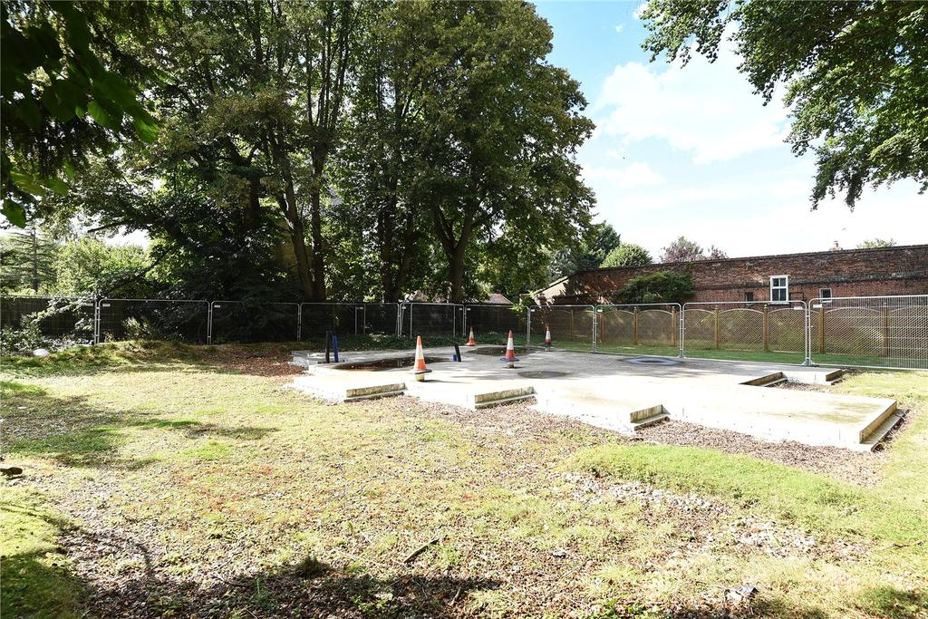 Land Commercial for sale in 25 Sheering Road, Churchgate Street, Old Harlow, Essex, CM17