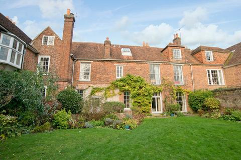 3 bedroom house to rent - The Close, Winchester, Hampshire, SO23