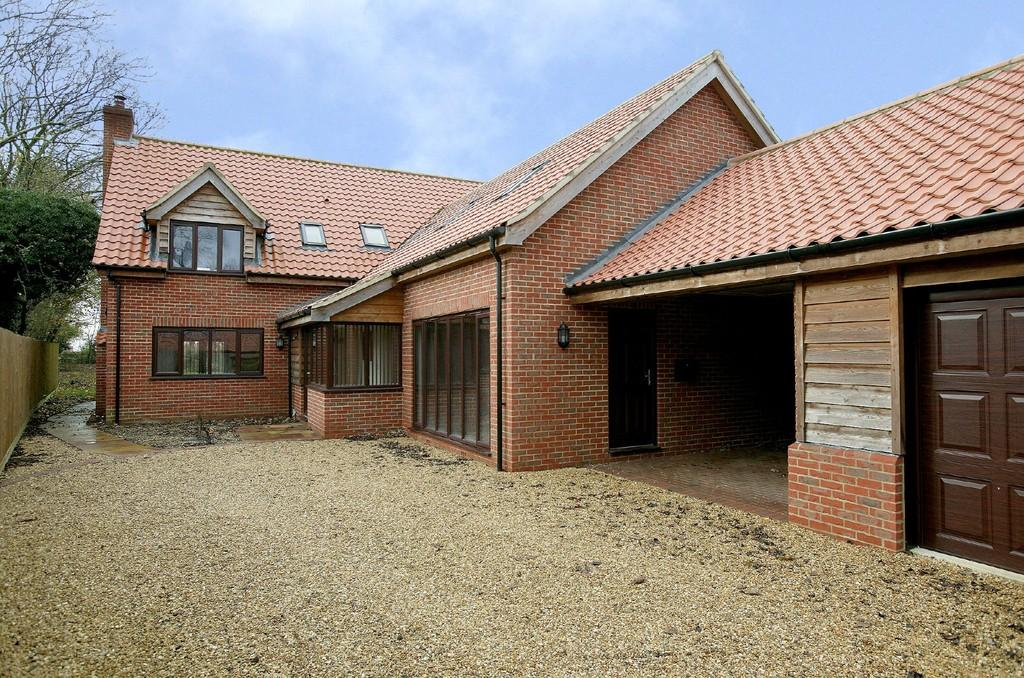 4 Bedrooms Detached House for sale in Dereham Road, Beeston