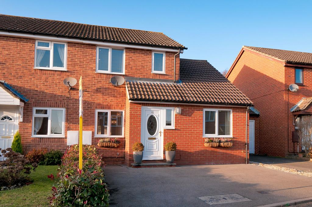 3 Bedrooms Semi Detached House for sale in Crownfields, Weavering
