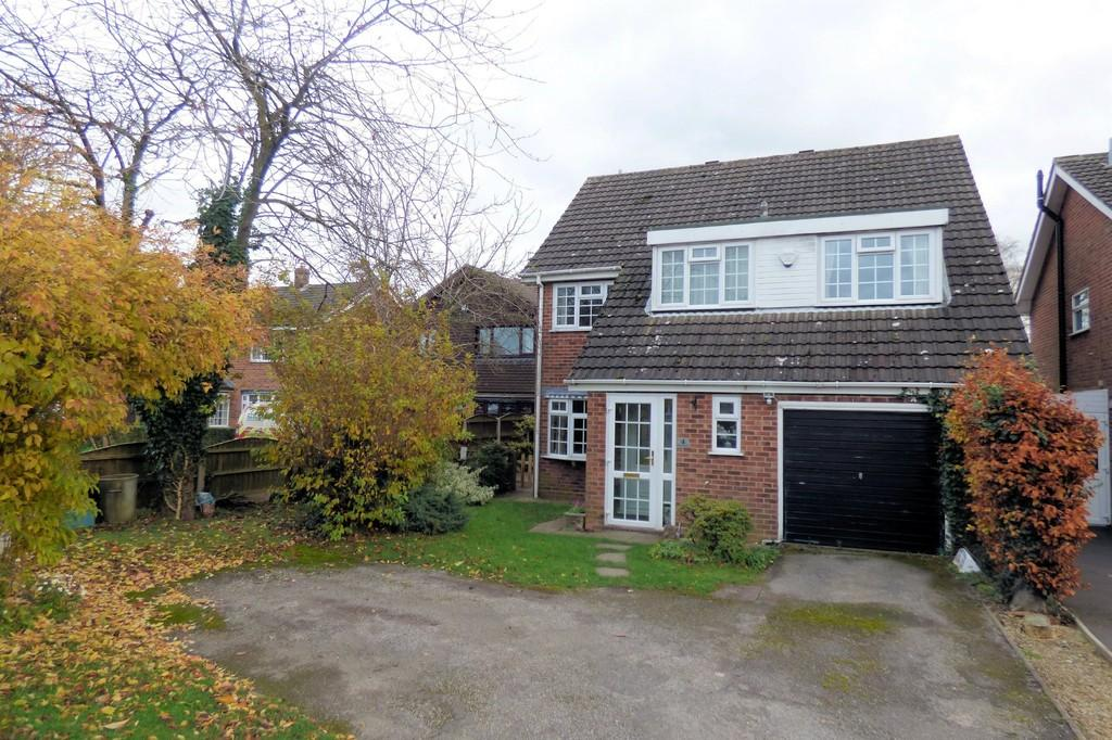 5 Bedrooms Detached House for sale in The Meadows, Kingstone