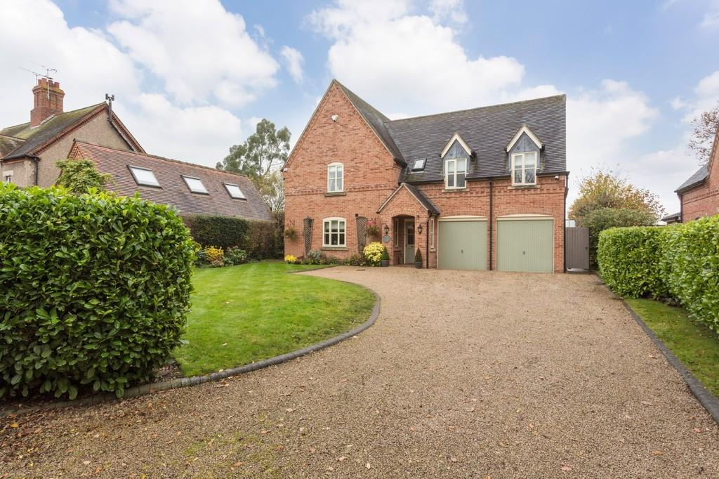 5 Bedrooms Detached House for sale in Abbots Bromley Road, Hoar Cross