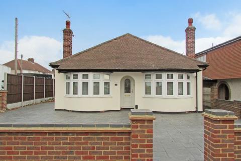 4 bedroom detached bungalow for sale - The Green, Bexleyheath