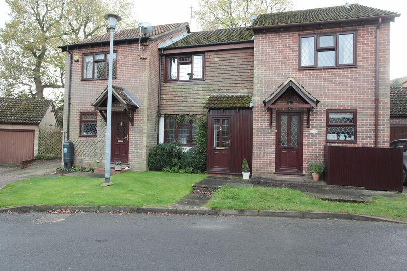2 Bedrooms Terraced House for sale in Troy Close, Crowborough, East Sussex