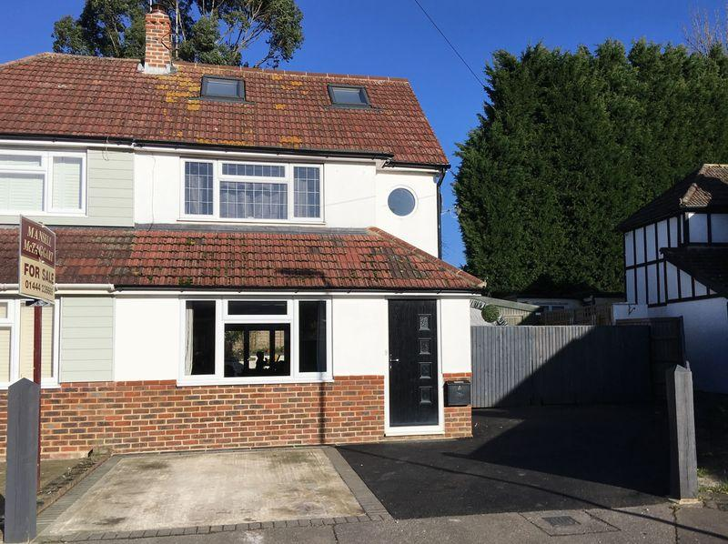 3 Bedrooms Semi Detached House for sale in The Kiln, Burgess Hill, West Sussex