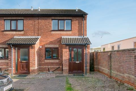 2 bedroom end of terrace house for sale - Hurrell  Road, Caister-On-Sea