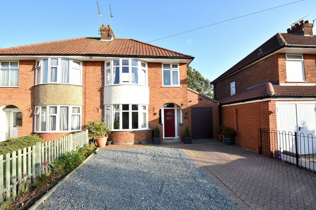 3 Bedrooms Semi Detached House for sale in Roy Avenue, Ipswich, IP3 8LN