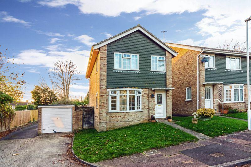 3 Bedrooms Detached House for sale in Cotswold Close, Worthing