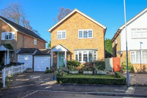 4 bedroom detached house for sale - Rickards Close, Surbiton