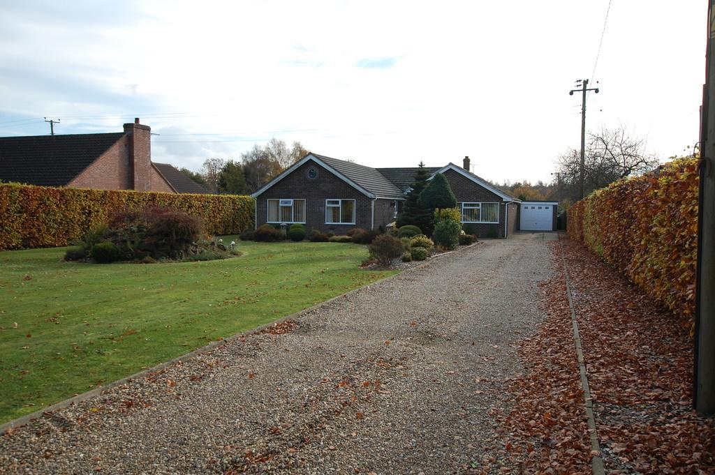 5 Bedrooms Detached Bungalow for sale in Shortthorn Road, Stratton Strawless