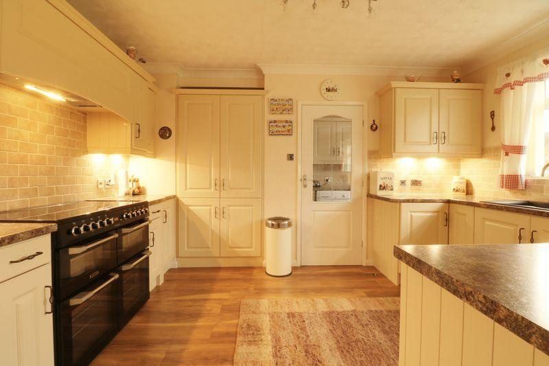 2 Bedrooms Detached Bungalow for sale in Sluice Road, South Ferriby
