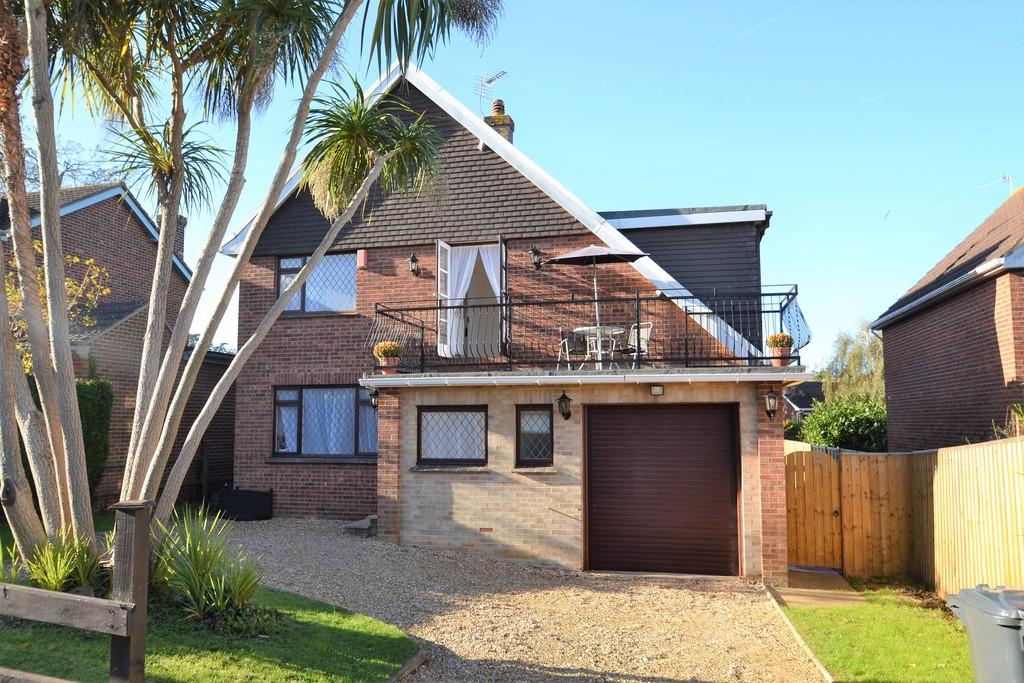 4 Bedrooms Detached House for sale in Northwood Drive, Ryde