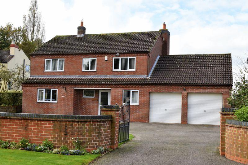 4 Bedrooms Detached House for sale in West Street, North Kelsey, LN7