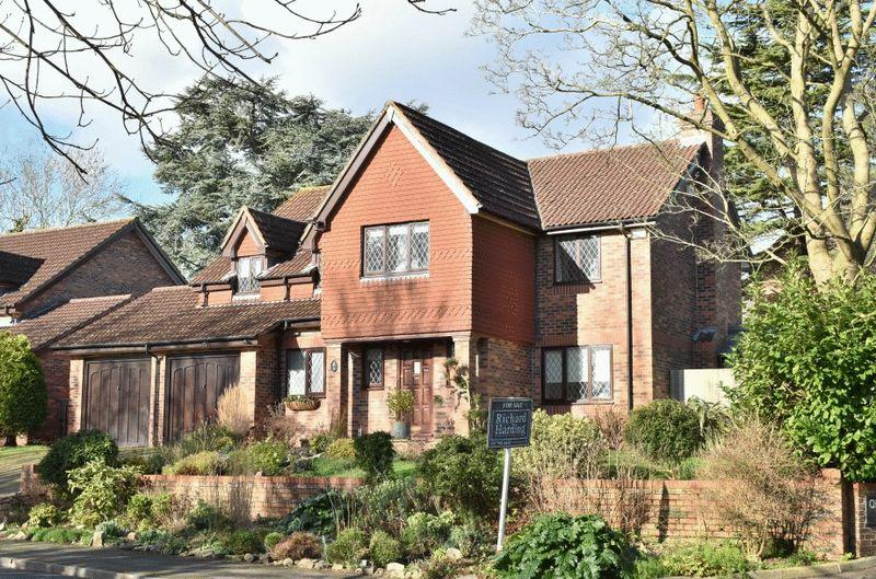 5 Bedrooms Detached House for sale in The Ridgeway, Westbury-on-Trym