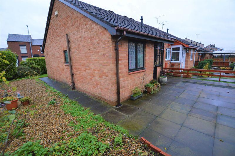 2 Bedrooms Bungalow for sale in Division Street, Rochdale