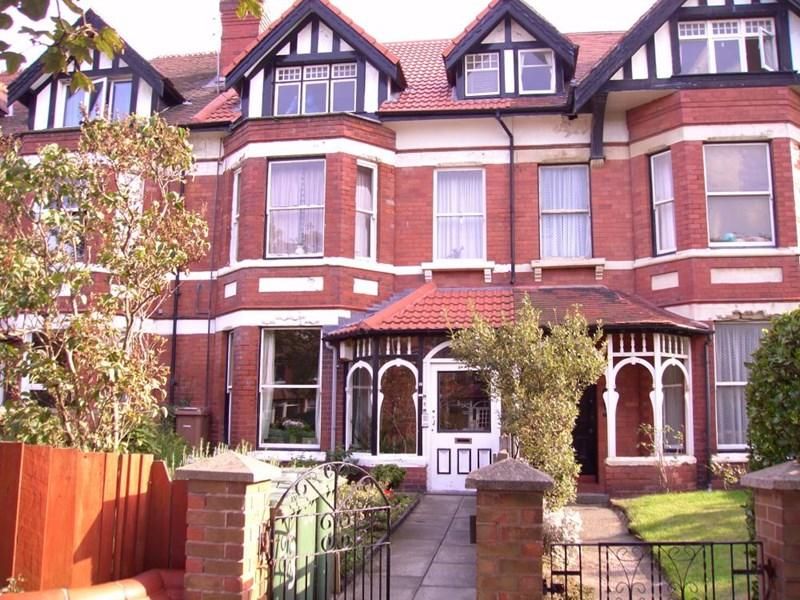 2 Bedrooms Apartment Flat for sale in Victoria Drive, West Kirby
