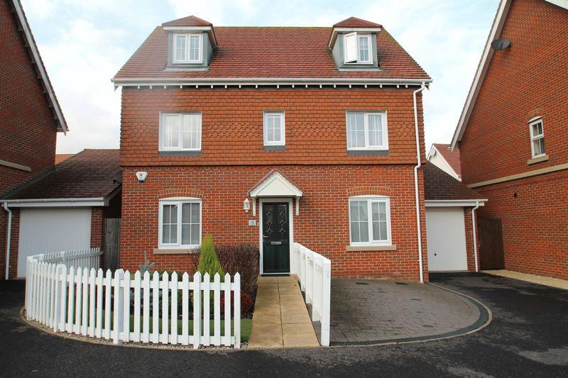 6 Bedrooms Detached House for sale in Hawkinge, Folkestone