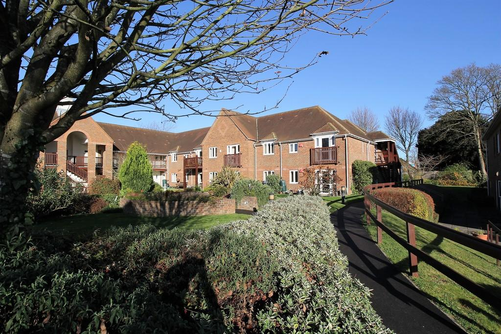 2 Bedrooms Apartment Flat for sale in Mary Rose Mews, ALTON, Hampshire