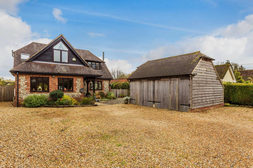 4 Bedrooms Detached House for sale in Old Odiham Road, SHALDEN, Alton, Hampshire