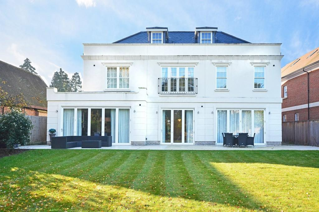 6 Bedrooms Detached House for sale in Sandown Road, Esher