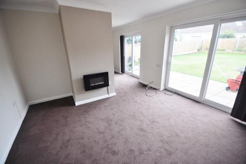 3 bedroom semi-detached house to rent - Windsor Gardens, Thundersley