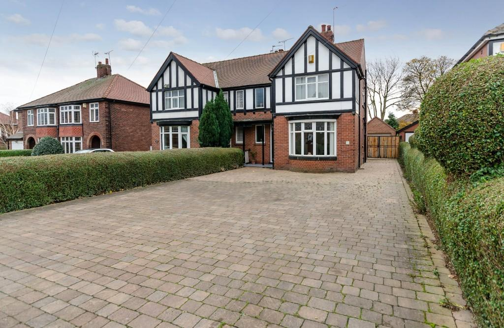 3 Bedrooms Semi Detached House for sale in Park Lane, Pontefract