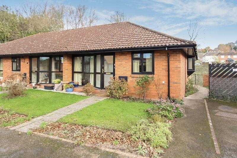 2 Bedrooms Bungalow for sale in Burrows Court