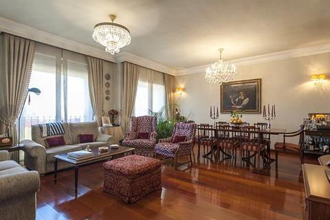 9 bedroom apartment  - Nueva España, Chamartín, Madrid